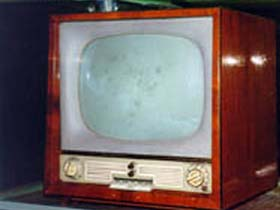old-fashioned-television-