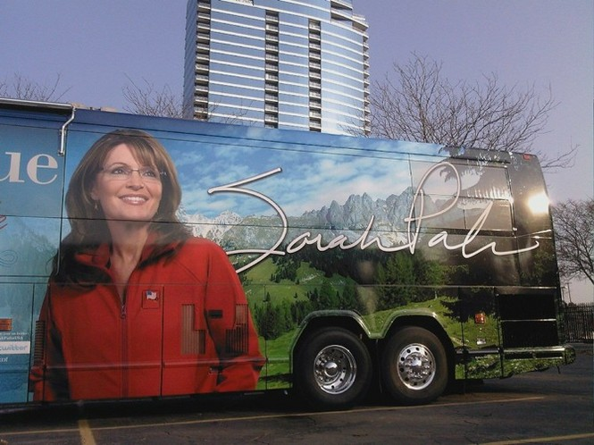 sarah-palin-book-tour-bus